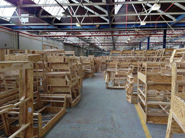 Đặt đóng sofa tại xưởng cho phép bạn lựa chọn khung ghế sofa phù hợp