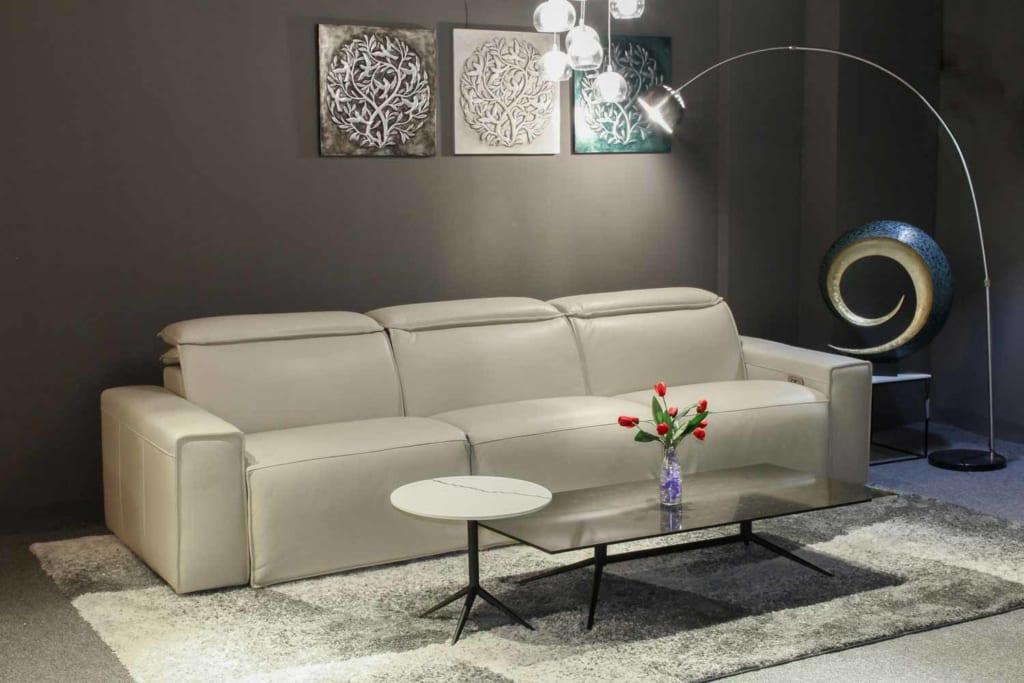 Mẫu sofa băng dài với thiết kế tinh tế và sang trọng