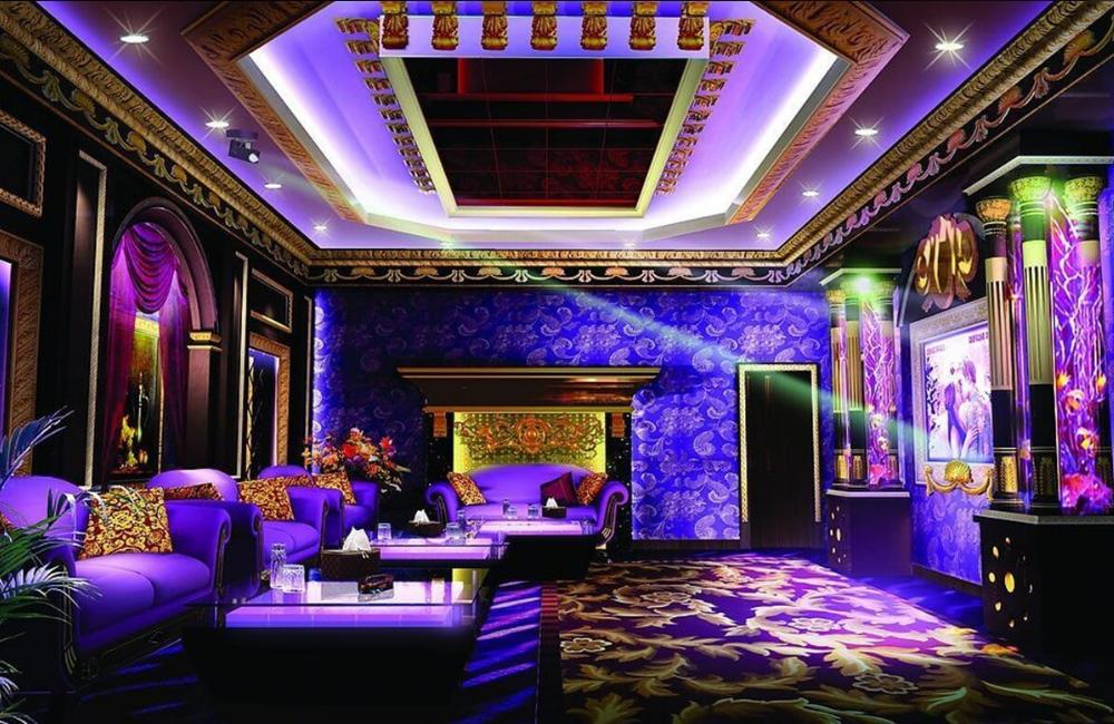 sofa với kiểu dáng cổ điển, tạo nên nét tươi mới cho bất cứ văn phòng karaoke nào