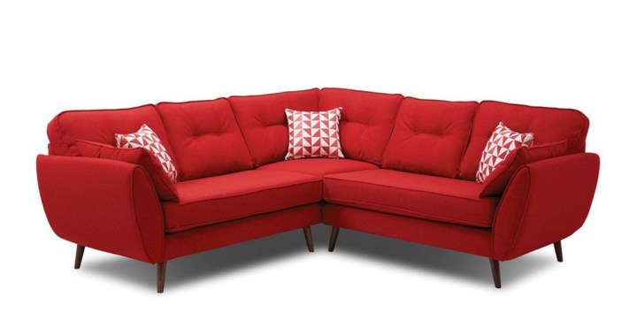 Cách bài trí sofa đỏ phòng khách nổi bật từ cái nhìn đầu tiên!